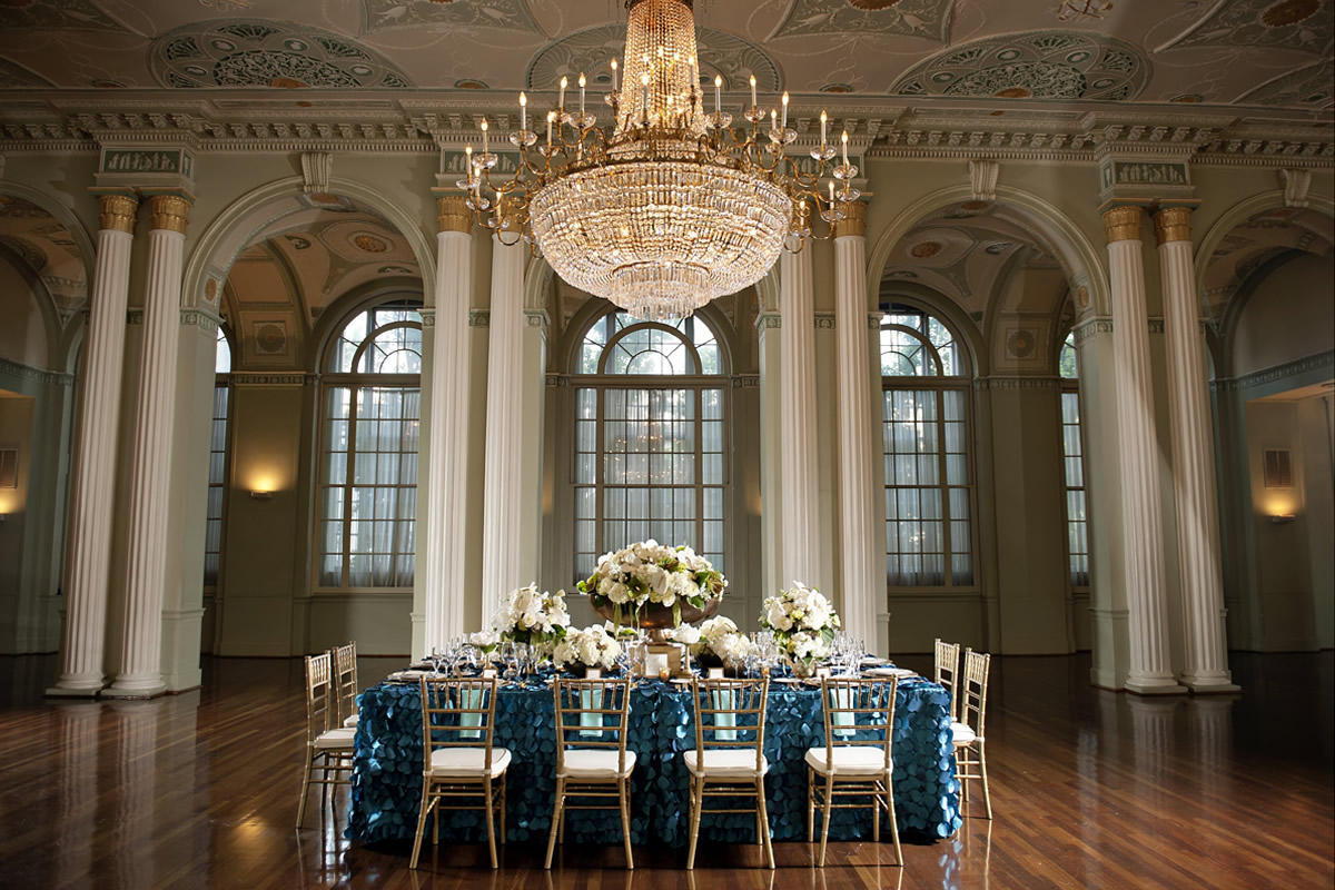 A table setting at The Biltmore Ballrooms, photo: Milanés Photography